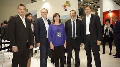 Armengol, Barceló y Carbonell con los respresentantes de Tui en la ITB de Berlín