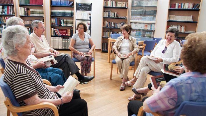 La Caixa lanza un concurso de relatos de personas mayores