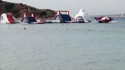 El litoral de Calvià no tendrá parques acutáticos flotantes este verano