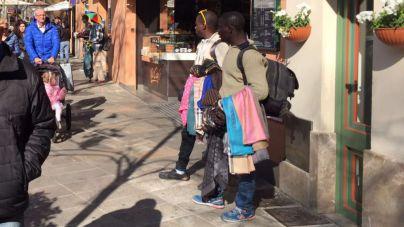 La venta ambulante campa a sus anchas en en el centro de Palma