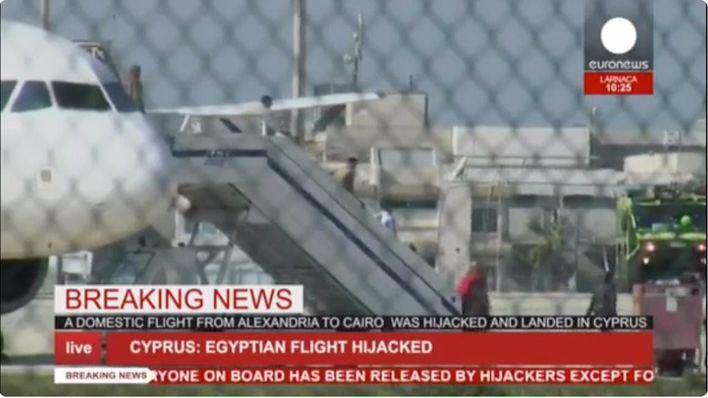 El secuestrador del avión egipcio solo quería hablar con su exmujer