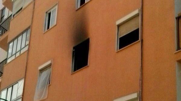 Dos peatones salvan de un incendio a una niña de 6 años en Palma