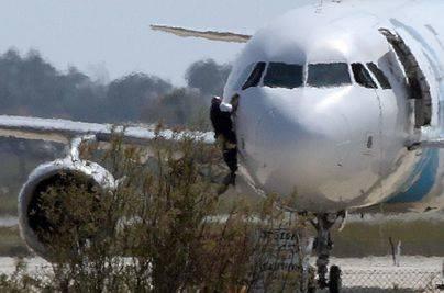 Detenido el secuestrador del avión de EgyptAir
