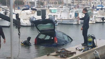 Un coche cae al mar en el Portitxol