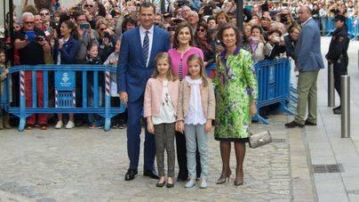 Los lectores no ven con buenos ojos la ausencia de autoridades en la visita de la Familia Real a la Seu