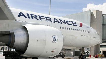 Las azafatas de Air France que vuelen a Irán deberán llevar pantalones y velo