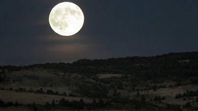La Luna nos mantiene con vida a salvo de la radiación solar