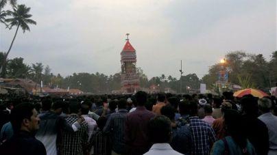 Al menos 102 muertos en un incendio en un templo en India
