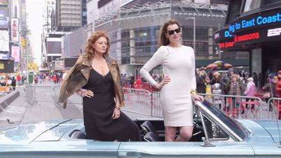 Susan Sarandon y Geena Davis recrean 'Thelma & Louise'