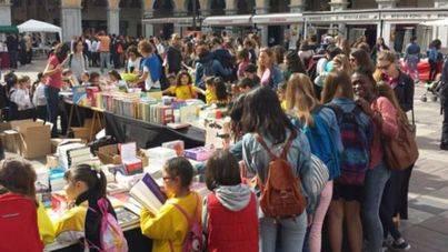 Palma adjudica las ubicaciones de Sant Jordi al gusto del Gremi de Llibreters