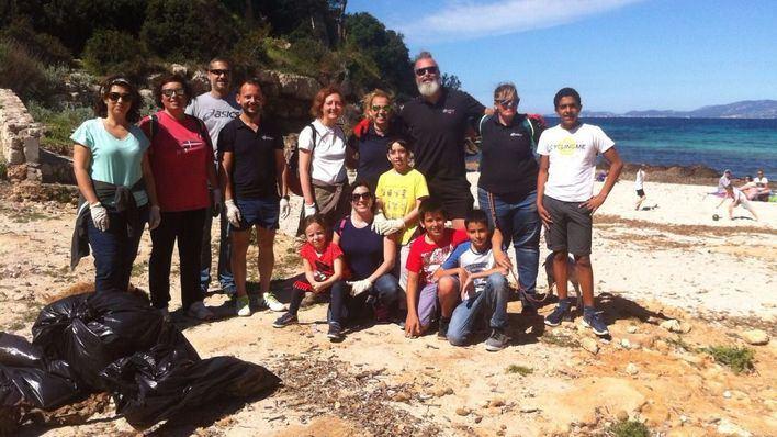 Grupo de voluntarios del Colegio Cooperativa Son Verí Nou
