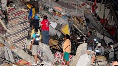 Correa eleva a 272 el número de muertos por el terremoto en Ecuador
