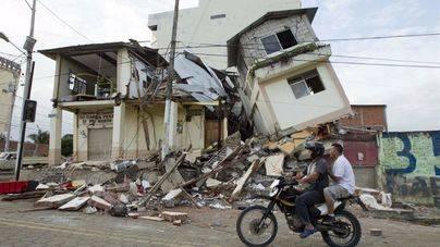 Las autoridades elevan a 413 la cifra de muertos por el terremoto en Ecuador