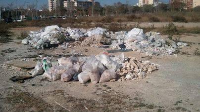 EMAYA retira 66 toneladas de residuos en 5 solares de Palma