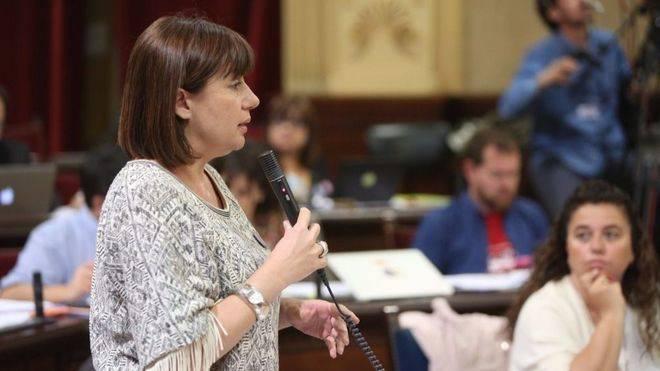Armengol responde a Prohens en el Parlament