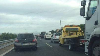 6 coches implicados en una colisión en la autopista de Llucmajor