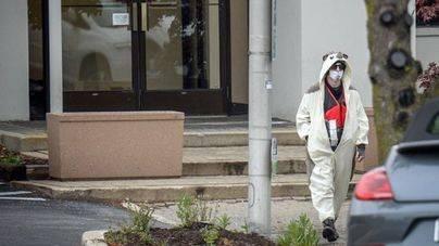 Disfrazado de oso panda amenaza con explotar una bomba en una televisión