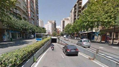 El motorista arrollado en el túnel de Bons Aires sigue grave en la UCI