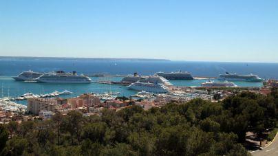 Imagen de los ocho cruceros en el puerto de Palma