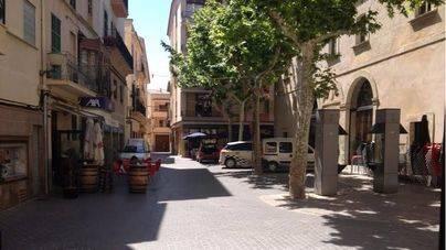 Indignación en Sa Pobla por el paso y aparcamiento de vehículos en las zonas peatonales
