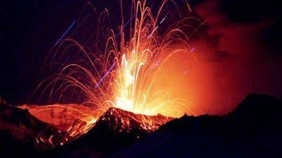Las autoridades piden no acercarse al volcán de 'El Señor de los Anillos'