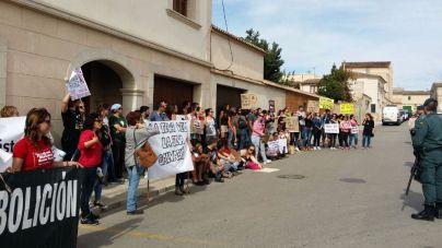 Mallorca Sense Sang y ASSAIB denuncian la entrada de menores en los toros de Muro