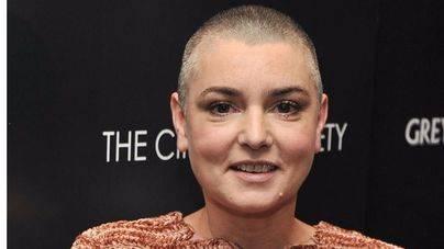 Sinéad O'Connor aparece sana y salva
