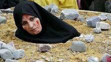 Daesh lapida a 21 personas por