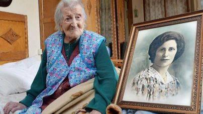 La mujer más longeva del mundo toma brandy casero