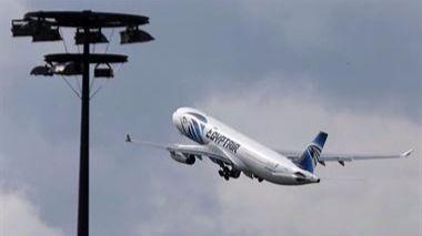 Varios mensajes revelan que había fuego dentro del avión de Egyptair