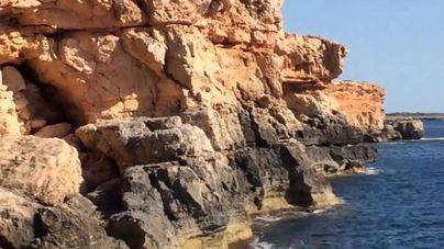 Un pescador de 75 años muere al precipitarse desde unos cinco metros en Cala Pi