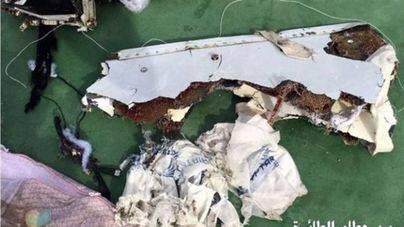 Los forenses apuntan que el avión de EgyptAir sufrió una explosión