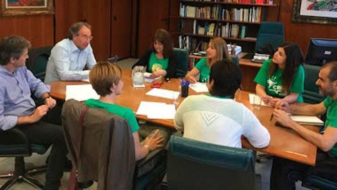 Imagen de archivo de March y miembros de la Assemblea