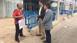 Navarro se reúne con el agente forestal despedido por no saber catalán