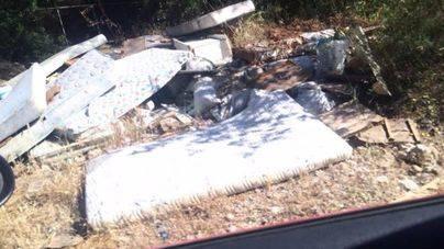 Malestar en Puigpunyent por la aparición de un nuevo vertedero ilegal