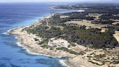 Detenidos 7 inmigrantes tras llegar en una patera a Cap Salines