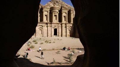 Los arqueólogos descubren una monumental estructura en Petra