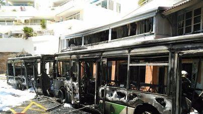 Una vivienda y un restaurante quedan dañados por el incendio de un bus de la EMT en Illetes