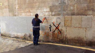 Las pintadas antituristas empiezan a desaparecer del casco antiguo