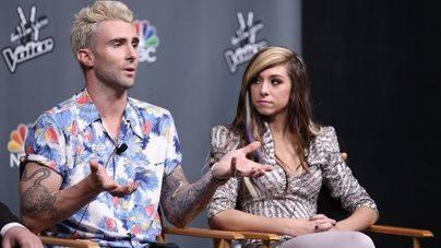 El líder de Maroon 5 paga el funeral de la cantante de La Voz asesinada