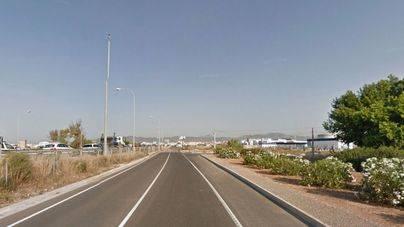 Un motorista de 57 años herido grave al chocar con un coche