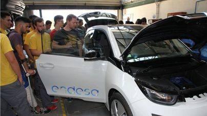 La apuesta por la movilidad el�ctrica llega al IES Jun�per Serra