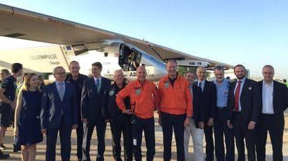 El Impulse aterriza en Sevilla tras cruzar el Atlántico con energía solar