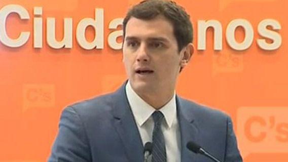 Rivera propone a Rajoy y Sánchez una negociación tripartita