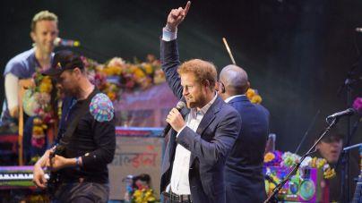 El príncipe Harry da el salto a la música cantando con Coldplay