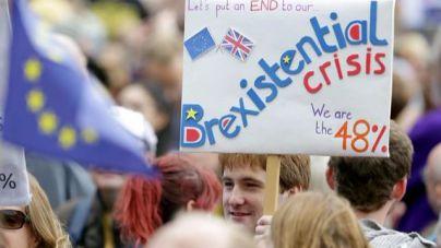 Miles de personas marchan en Londres contra el resultado del referéndum