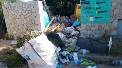 Malestar vecinal en Sa Pobla por la basura acumulada en la ermita