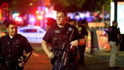 Francotiradores matan a 5 agentes en Dallas