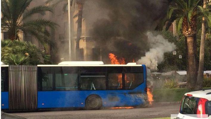 Es el tercer autobús que arde en dos meses