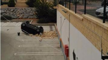 El accidente ha sido muy aparatoso y ha provocado la alarma de algunos clientes